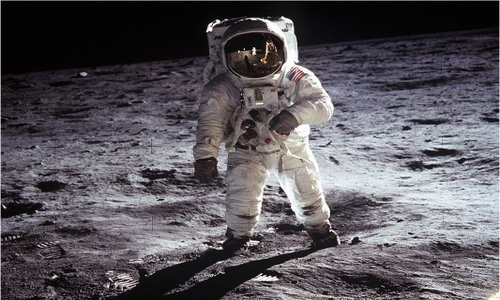picresized_1357123689_neil-armstrong-buzz-aldrin-moon-walk